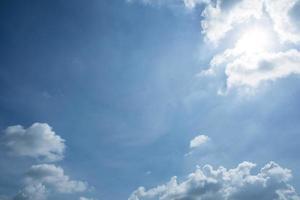 o céu e nuvens