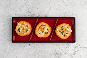 rolinhos de sushi variados