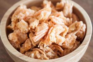 close-up de um lanche de camarão frito foto