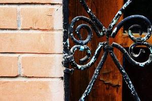 ferro velho em um prédio