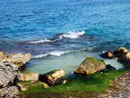 água azul e verde