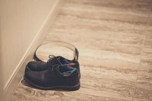 par de sapatos pretos