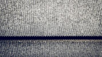 as telhas chinesas com desenho curvo. o telhado de argila de um templo japonês. material da arquitetura tradicional asiática padrão textura de fundo foto