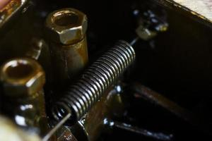 mola interna do motor close-up. trator ambulante do motor.
