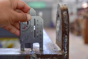 medindo a dimensão da soldagem