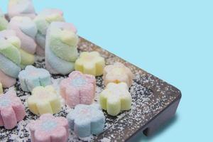 doces de marshmallow coloridos