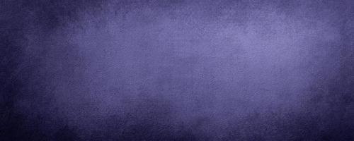 fundo de parede de cimento roxo abstrato com cor pastel riscado, fundo moderno de concreto com textura áspera, quadro-negro. textura estilizada em bruto concreto foto