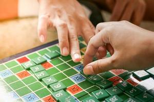 jogar jogos matemáticos para os alunos
