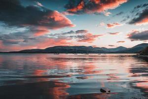 lindo pôr do sol nas montanhas escocesas