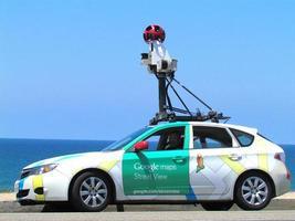 hatchback do google maps branco e verde