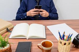 empresário em sua mesa foto