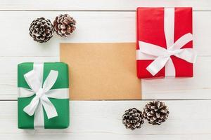 Feliz Natal para artesanato em papel e modelo de maquete de envelope com caixas de presente