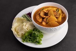 curry amarelo com peixe cabeça de cobra foto