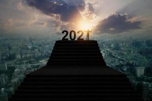 silhueta do ano novo 2021 foto