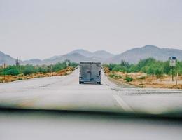 Califórnia, 2020 - trailer na estrada