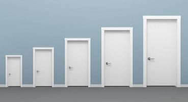 cinco portas brancas de tamanhos diferentes