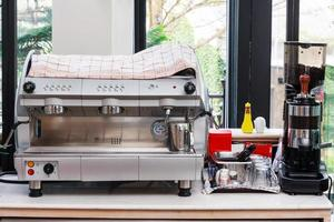 uma máquina de café expresso profissional, ideal para cafés e bares