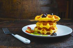 pilha de waffles foto