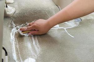 lavando o tapete do carro