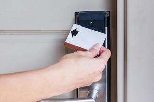 cartão-chave perto da porta do hotel