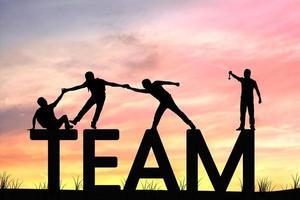 silhueta de trabalho em equipe