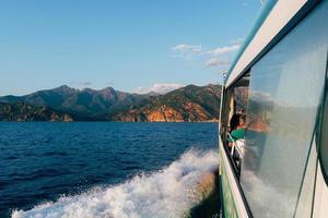 corsica, frança, 2020 - balsa de passageiros no mar próximo