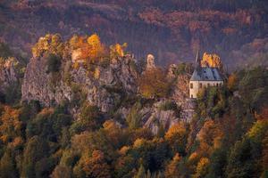 a ruína do castelo de rocha Vranov