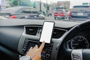 telefone inteligente no carro foto