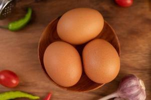 três ovos de galinha foto