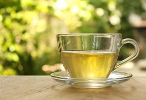chá em vidro transparente