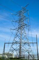 torre de alta tensão na tailândia foto