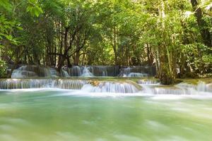 cachoeiras huai mae khamin foto