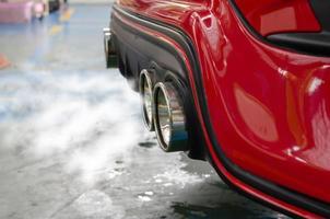 fumaça de escapamento de carro foto