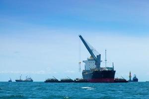 grande navio de carga foto