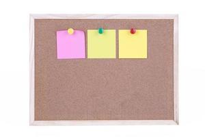 notas adesivas no quadro de cortiça foto