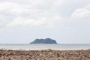 ilha e praia na tailândia foto