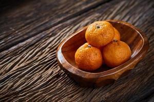 laranjas na tigela ainda vida foto