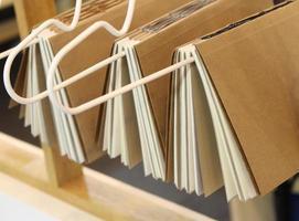livros sendo encadernados foto