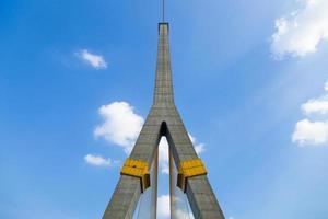 ponte rama viii em bangkok, tailândia foto