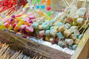 doces de marshmallows coloridos