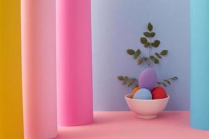 ovos em uma tigela sobre fundo colorido foto