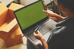 maquete de laptop de compras online foto
