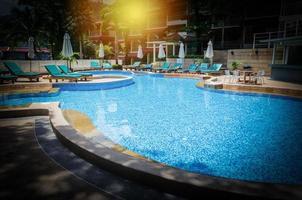piscina do hotel com vinheta
