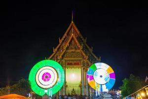 festival no templo na tailândia foto