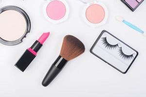 vista superior de uma coleção de produtos cosméticos de beleza foto