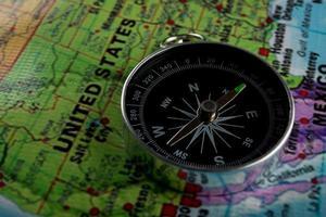 bússola com fundo de mapa foto