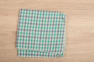 guardanapos de mesa verdes isolados no fundo branco foto