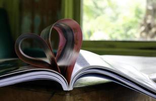 coração dobrado das páginas do livro
