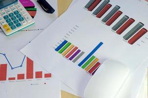 gráficos e tabelas foto