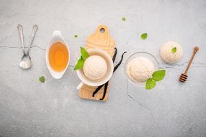 sabor de sorvete de baunilha na tigela